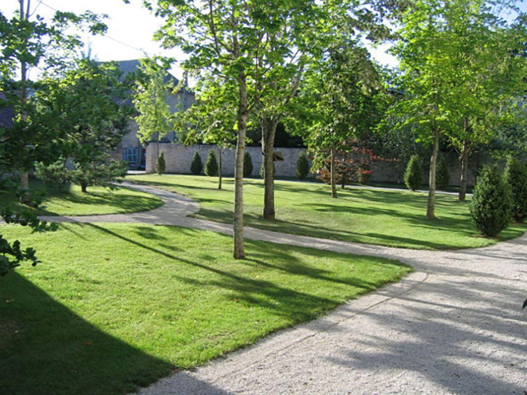 Planter le gazon plantation arbres et massifs with planter le gazon good duune pelouse de - Quand planter de la pelouse ...