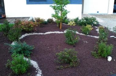 Plantation de massif et paillage décoratif